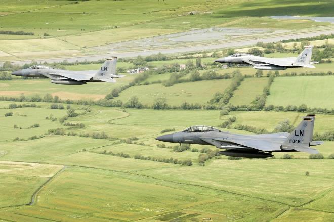 Tiêm kích của Không quân Mỹ rơi gần bờ biển nước Anh - Ảnh 1