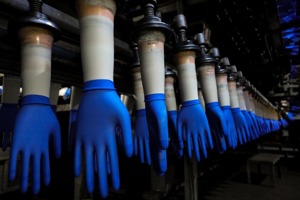 Ông chủ công ty sản xuất găng tay trở thành tỷ phú mới nhất tại Malaysia - Ảnh 2