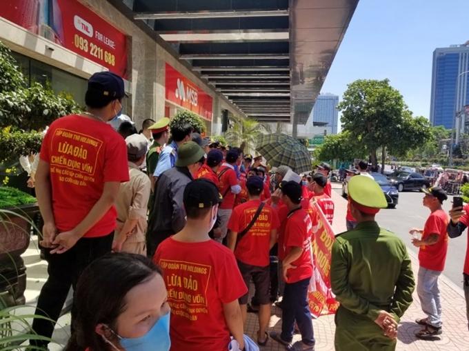 """Cư dân TNR Stars Đồng Văn tiếp tục """"vây"""" trụ sở TNR Holdings đòi quyền lợi - Ảnh 3"""