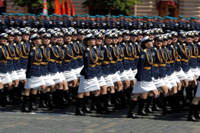 """Những """"bông hồng Nga"""" tại lễ duyệt binh rầm rộ kỷ niệm 75 năm Ngày Chiến thắng - Ảnh 3"""