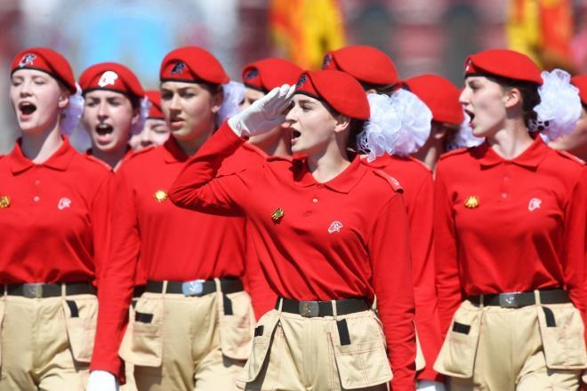 """Những """"bông hồng Nga"""" tại lễ duyệt binh rầm rộ kỷ niệm 75 năm Ngày Chiến thắng - Ảnh 4"""