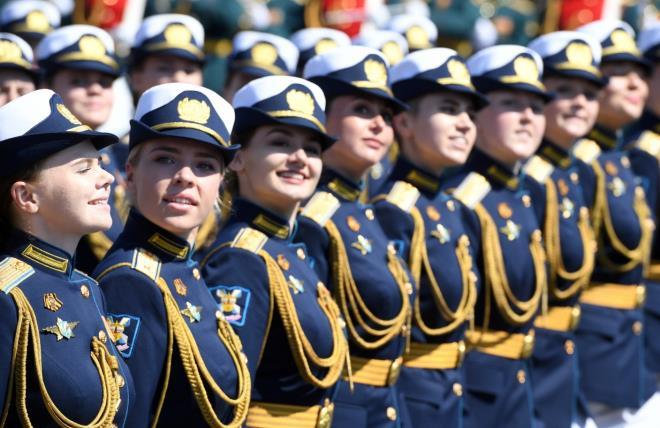 """Những """"bông hồng Nga"""" tại lễ duyệt binh rầm rộ kỷ niệm 75 năm Ngày Chiến thắng - Ảnh 7"""