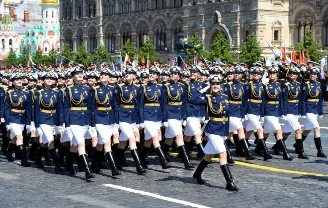 """Những """"bông hồng Nga"""" tại lễ duyệt binh rầm rộ kỷ niệm 75 năm Ngày Chiến thắng - Ảnh 5"""