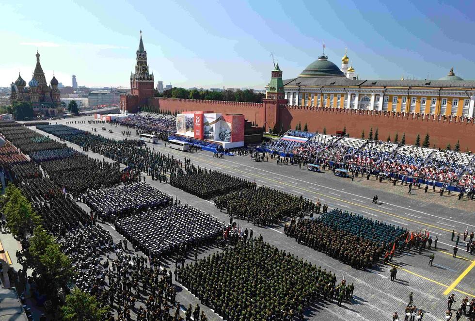 """Những """"bông hồng Nga"""" tại lễ duyệt binh rầm rộ kỷ niệm 75 năm Ngày Chiến thắng - Ảnh 2"""