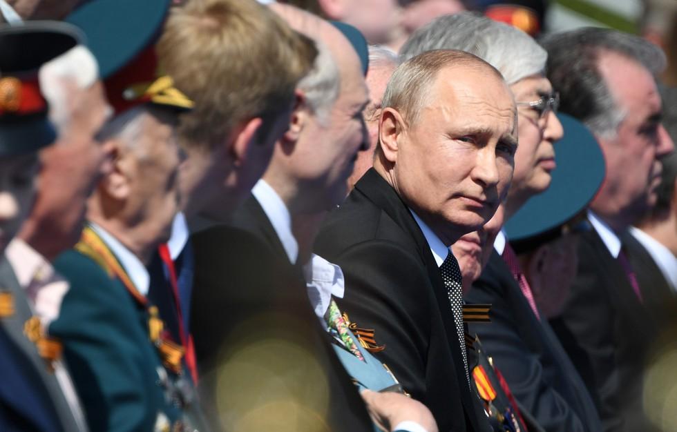 """Những """"bông hồng Nga"""" tại lễ duyệt binh rầm rộ kỷ niệm 75 năm Ngày Chiến thắng - Ảnh 1"""