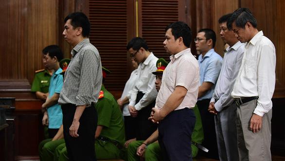 Khởi tố cựu Phó Cục trưởng Cục quản lý dược Nguyễn Việt Hùng cùng đồng phạm - Ảnh 1
