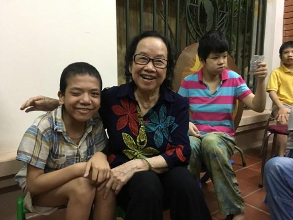 Bác sĩ, nhà giáo U80 hết lòng vì trẻ em khuyết tật - Ảnh 1