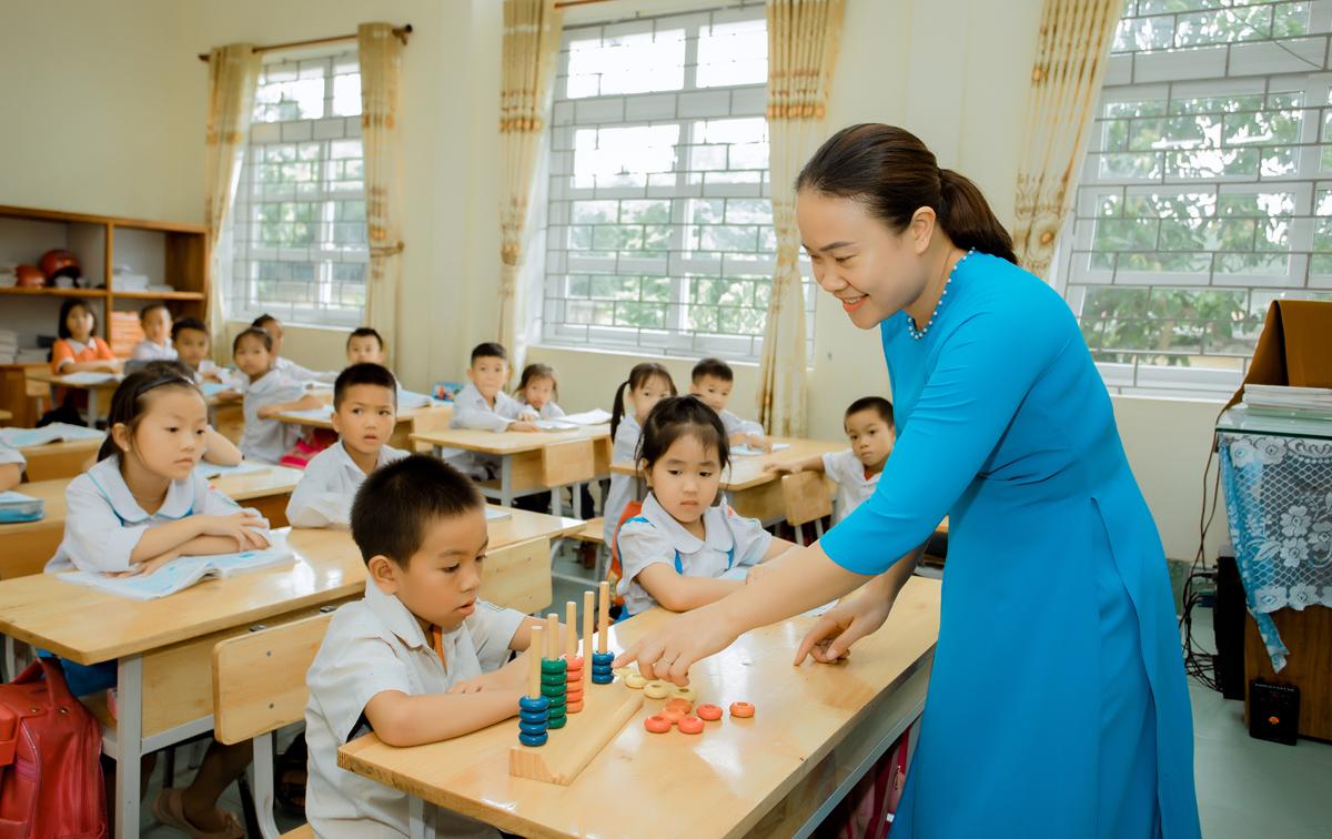 Cô giáo Quảng Ninh nặng lòng với học sinh tự kỷ, khuyết tật - Ảnh 1