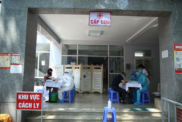 Số lượng người kê khai trở về từ Đà Nẵng tăng vọt, Hà Nội ưu tiên 20.000 bộ test nhanh COVID-19 - Ảnh 1