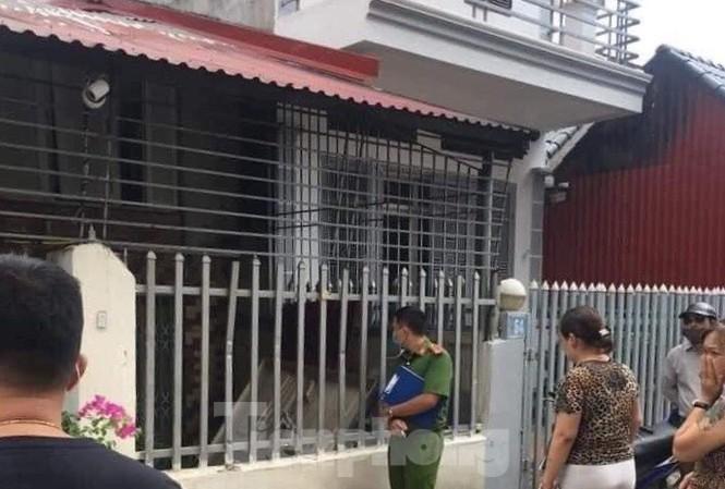 Trèo tường vào nhà, con gái thất kinh khi phát hiện thi thể cha mẹ đang phân hủy - Ảnh 1