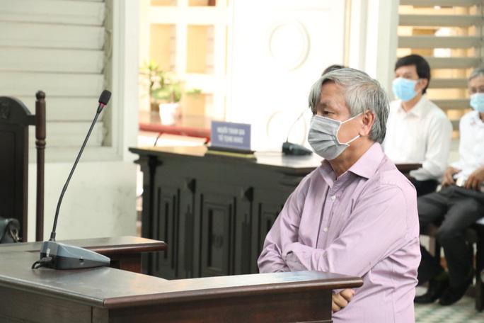 Sai phạm khi sắp về hưu, nguyên Giám đốc sở Y tế phải hầu tòa trong tiếc nuối - Ảnh 1