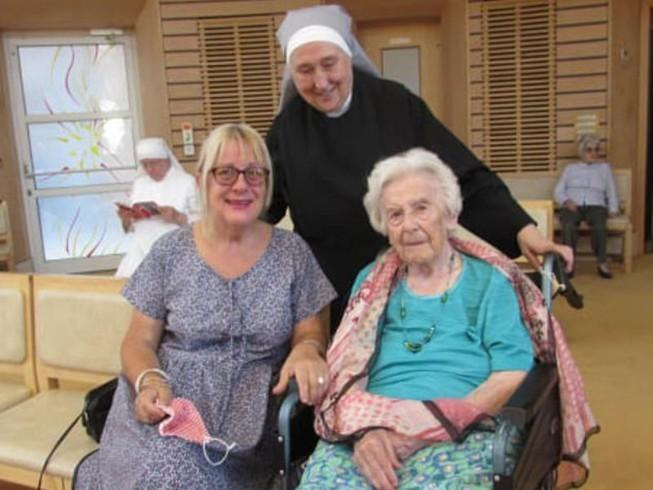 Hé lộ bí kíp siêu đơn giản để sống thọ và minh mẫn của cụ bà 107 tuổi - Ảnh 1