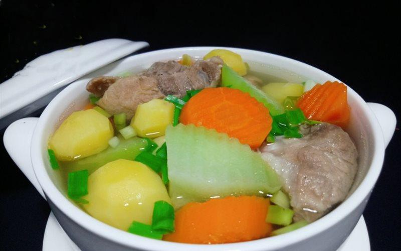 Nấu theo cách này, không những món canh bị mất chất dinh dưỡng mà nước dùng cũng giảm ngon, kém vị  - Ảnh 1