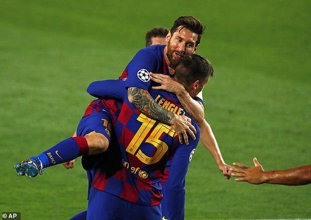 Lập siêu phẩm đưa Barca vào tứ kết, Messi đi vào lịch sử Champions League - Ảnh 1