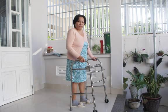 """""""Hồi sinh"""" đôi chân cho người phụ nữ bị thoái hóa khớp  - Ảnh 1"""