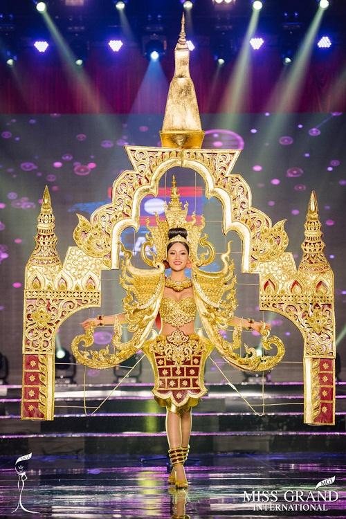 """Chuyện hy hữu: BTC """"Miss Grand International"""" công bố nhầm Top 1 bình chọn Trang phục dân tộc giữa Việt Nam và Indonesia - Ảnh 10"""