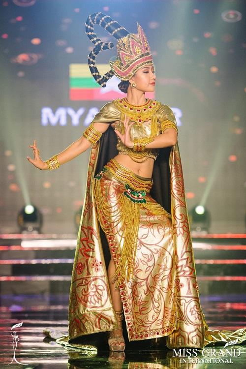 """Chuyện hy hữu: BTC """"Miss Grand International"""" công bố nhầm Top 1 bình chọn Trang phục dân tộc giữa Việt Nam và Indonesia - Ảnh 15"""