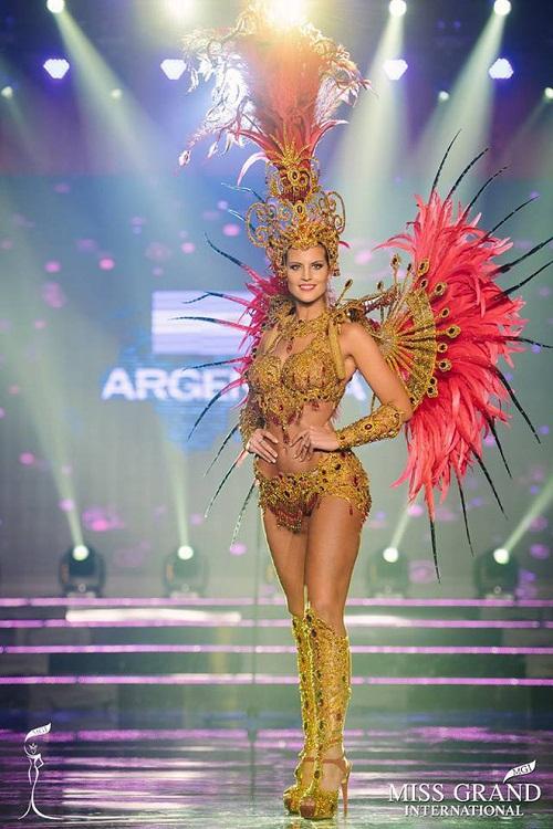 """Chuyện hy hữu: BTC """"Miss Grand International"""" công bố nhầm Top 1 bình chọn Trang phục dân tộc giữa Việt Nam và Indonesia - Ảnh 18"""
