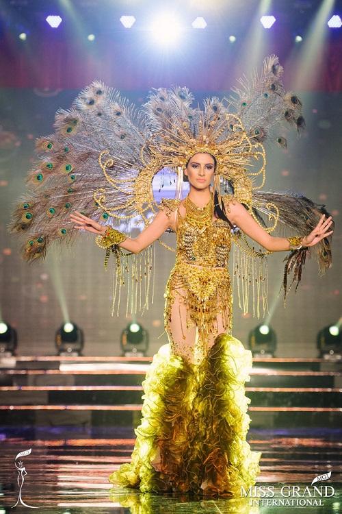 """Chuyện hy hữu: BTC """"Miss Grand International"""" công bố nhầm Top 1 bình chọn Trang phục dân tộc giữa Việt Nam và Indonesia - Ảnh 19"""