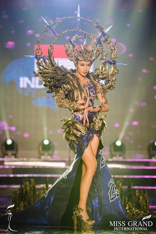 """Chuyện hy hữu: BTC """"Miss Grand International"""" công bố nhầm Top 1 bình chọn Trang phục dân tộc giữa Việt Nam và Indonesia - Ảnh 7"""