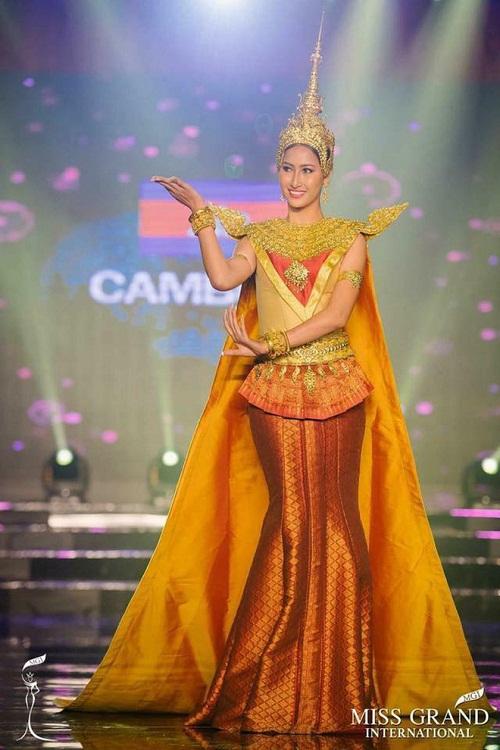 """Chuyện hy hữu: BTC """"Miss Grand International"""" công bố nhầm Top 1 bình chọn Trang phục dân tộc giữa Việt Nam và Indonesia - Ảnh 9"""