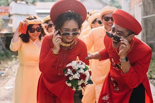 """Xuất hiện trong đám cưới, cặp đôi xứ Huế và dàn bê lễ khiến khách mời choáng váng vì """"ngầu"""" và """"lầy lội"""" - Ảnh 5"""