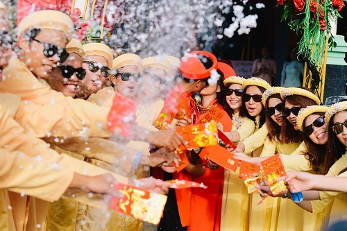 """Xuất hiện trong đám cưới, cặp đôi xứ Huế và dàn bê lễ khiến khách mời choáng váng vì """"ngầu"""" và """"lầy lội"""" - Ảnh 2"""