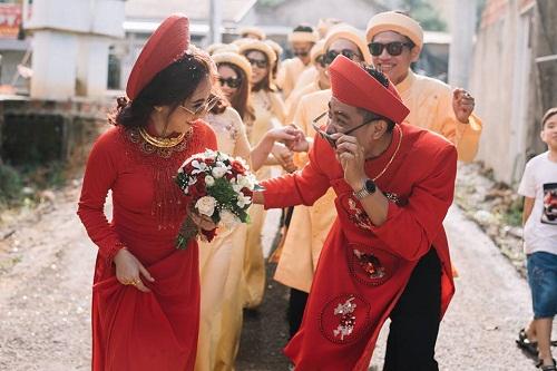 """Xuất hiện trong đám cưới, cặp đôi xứ Huế và dàn bê lễ khiến khách mời choáng váng vì """"ngầu"""" và """"lầy lội"""" - Ảnh 4"""