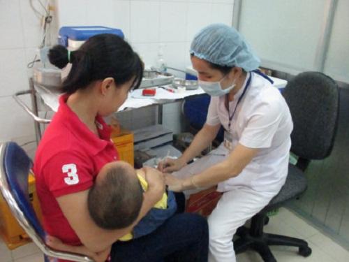 5 trường hợp tiêm vắc-xin có thể gây nguy hiểm cho con mà cha mẹ cần thuộc lòng - Ảnh 1