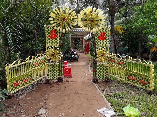 """Ngỡ ngàng những chiếc cổng cưới trang trí bằng lá dừa """"chất"""" nhất Việt Nam - Ảnh 3"""