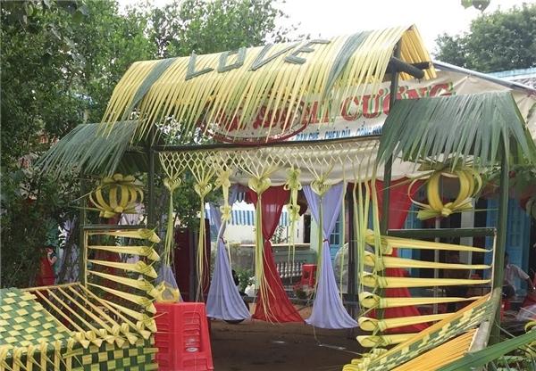 """Ngỡ ngàng những chiếc cổng cưới trang trí bằng lá dừa """"chất"""" nhất Việt Nam - Ảnh 8"""