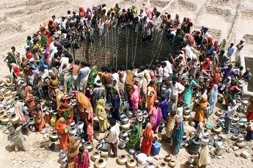 Những khoảnh khắc về cảnh thiếu nước ám ảnh hàng triệu người - Ảnh 5