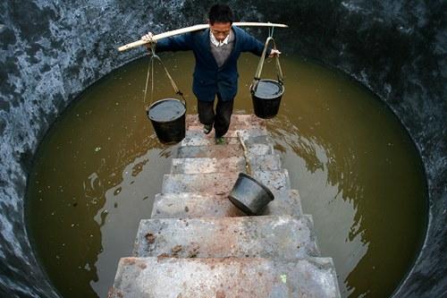 Những khoảnh khắc về cảnh thiếu nước ám ảnh hàng triệu người - Ảnh 1