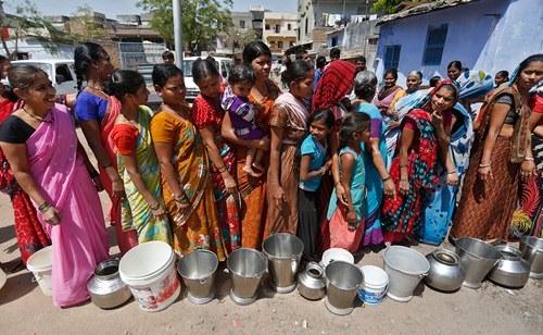 Những khoảnh khắc về cảnh thiếu nước ám ảnh hàng triệu người - Ảnh 9