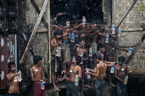 Những khoảnh khắc về cảnh thiếu nước ám ảnh hàng triệu người - Ảnh 10