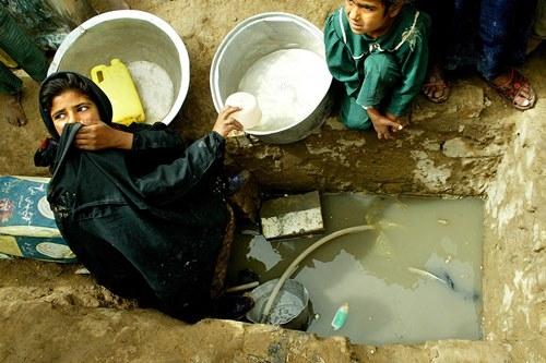Những khoảnh khắc về cảnh thiếu nước ám ảnh hàng triệu người - Ảnh 14