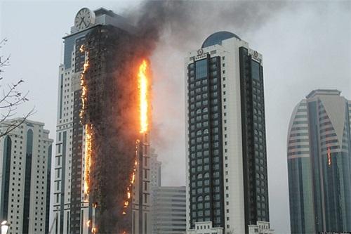 Xử lý như thế nào khi mắc kẹt trong một đám cháy ở tòa cao ốc? - Ảnh 1