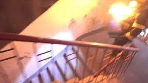 Xử lý như thế nào khi mắc kẹt trong một đám cháy ở tòa cao ốc? - Ảnh 2