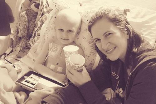 Để gần mẹ phút cuối đời, cậu bé ung thư nằm trên thảm chùi chân chờ mẹ tắm - Ảnh 2