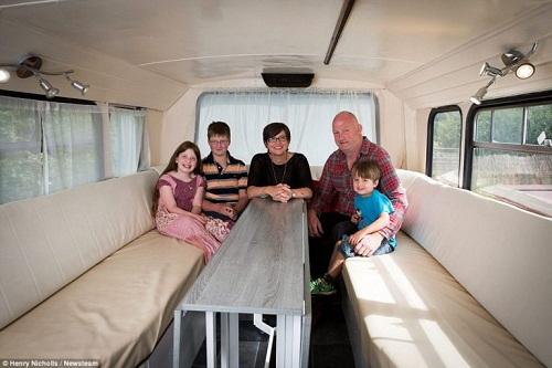 Độc đáo ngôi nhà sang trọng và tiện nghi trên chiếc xe buýt hai tầng - Ảnh 8