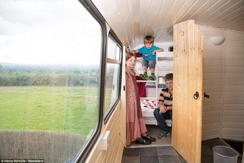 Độc đáo ngôi nhà sang trọng và tiện nghi trên chiếc xe buýt hai tầng - Ảnh 10