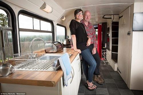 Độc đáo ngôi nhà sang trọng và tiện nghi trên chiếc xe buýt hai tầng - Ảnh 9