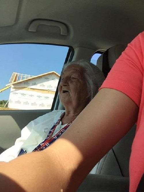 Tài xế taxi hảo tâm chở bà lão xa lạ và cái kết khiến nhiều người xúc động - Ảnh 2