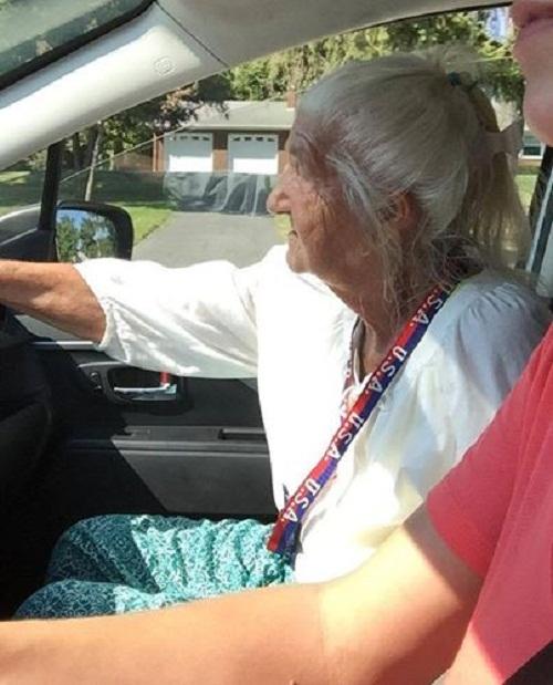 Tài xế taxi hảo tâm chở bà lão xa lạ và cái kết khiến nhiều người xúc động - Ảnh 3