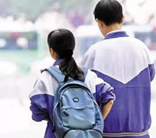 Bị ngăn cấm, học sinh cấp 3 khẳng định tình yêu bằng… keo 502 - Ảnh 1