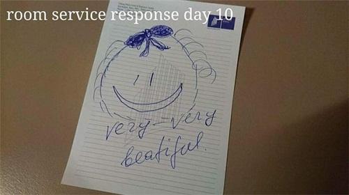 Cô phục vụ phòng òa khóc vì món quà bất ngờ của vị khách lưu trú  kỳ lạ - Ảnh 15