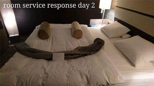 Cô phục vụ phòng òa khóc vì món quà bất ngờ của vị khách lưu trú  kỳ lạ - Ảnh 5