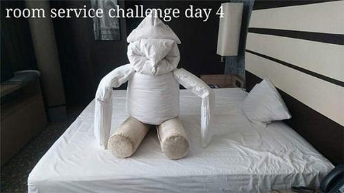 Cô phục vụ phòng òa khóc vì món quà bất ngờ của vị khách lưu trú  kỳ lạ - Ảnh 8