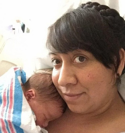 Sự thật phía sau bức ảnh bé sơ sinh nắm chặt vòng tránh thai khi chào đời - Ảnh 2