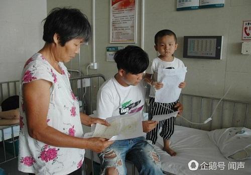 Bị bỏ rơi vì ung thư máu, bé 4 tuổi vẽ tranh mẹ cho đỡ nhớ: 'Nếu con khỏi bệnh, mẹ có về không?' - Ảnh 3